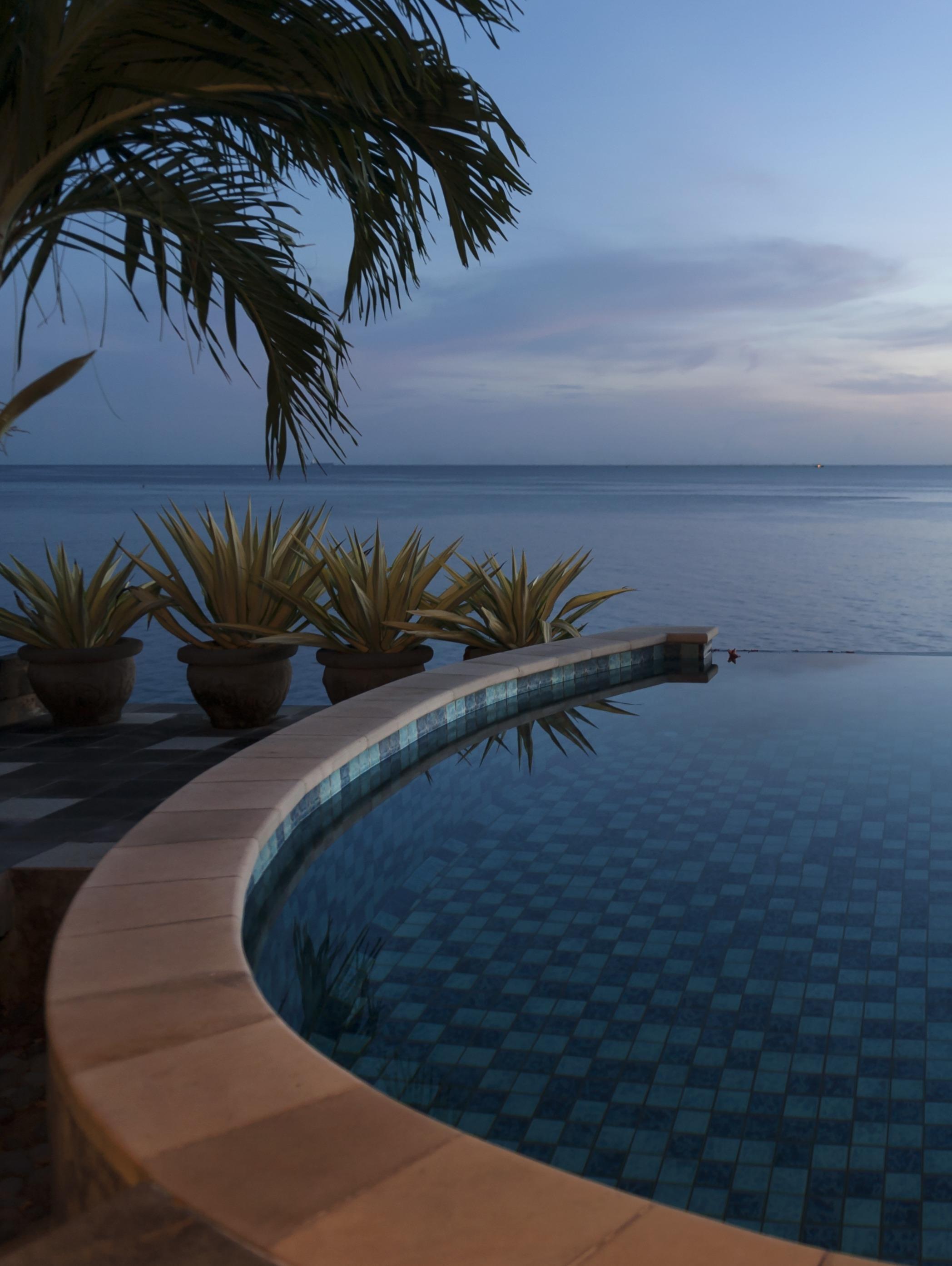 Piscine-espagne-bord de mer-plus-value-maison-villa-seconde résidence
